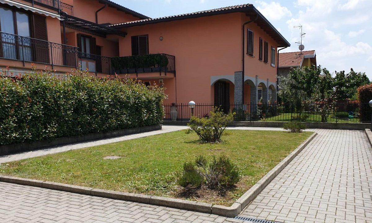 appartamento-quadrilocale-a Venegono Superiore-con giardino