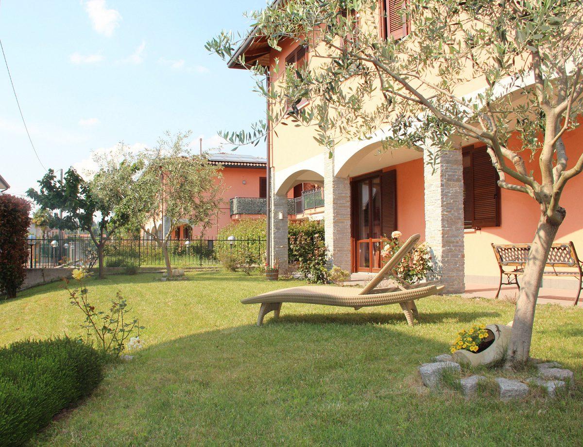 Appartamento quadrilocale a Venegono Superiore con giardino
