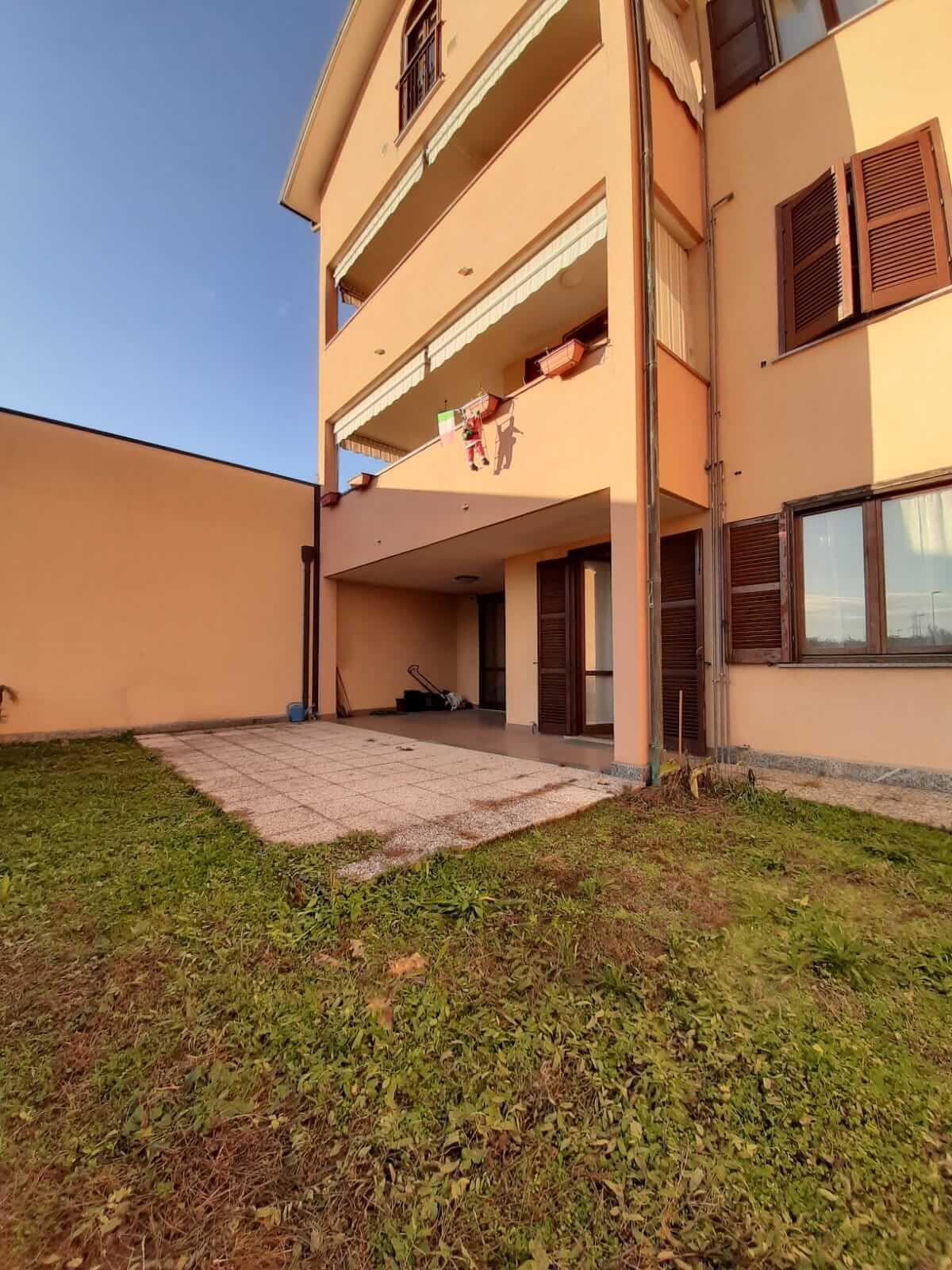 Trilo-quadrilocale con giardino a Castiglione Olona