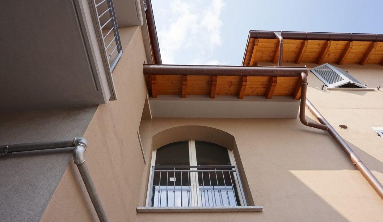 appartamento-trilocale-con doppi servizi-al primo piano-a venegono superiore-classe A (11)