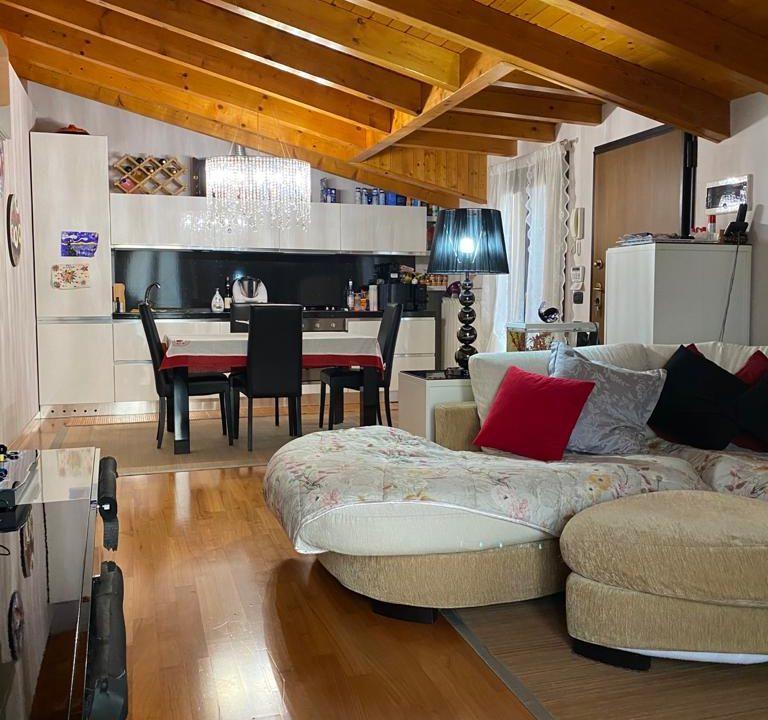 appartamento-trilocale-mansardato-a lonate ceppino (7)
