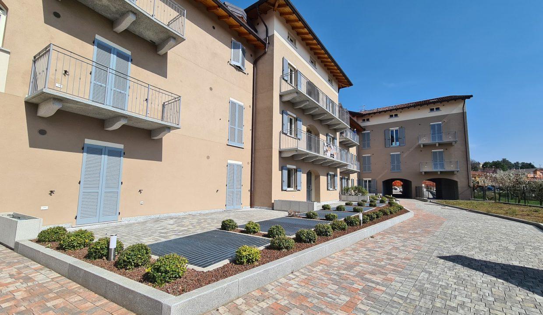 Trilocale-piano terra-con doppi servizi-area esterna-a Venegono Superiore-in classe A (14)