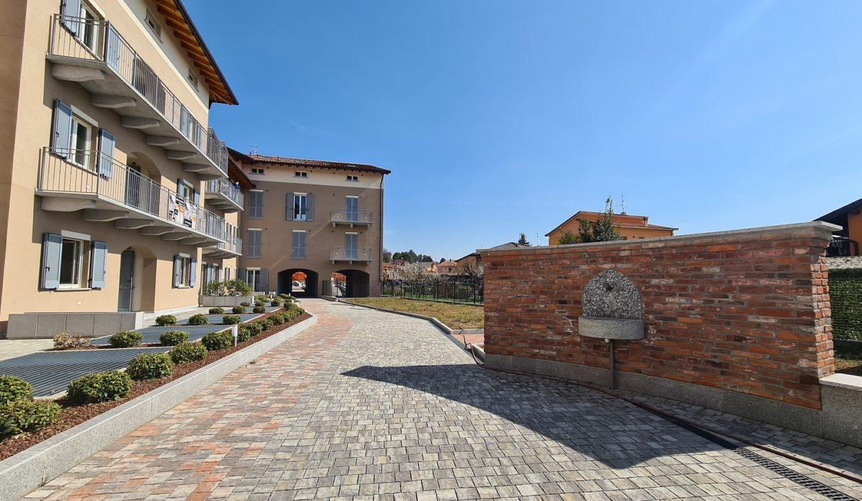 Trilocale-piano terra-con doppi servizi-area esterna-a Venegono Superiore-in classe A (15)