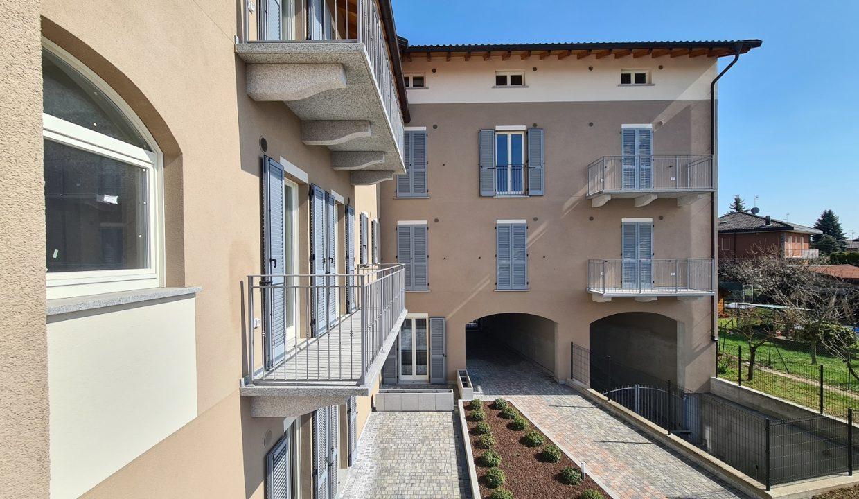 Trilocale-piano terra-con doppi servizi-area esterna-a Venegono Superiore-in classe A (16)