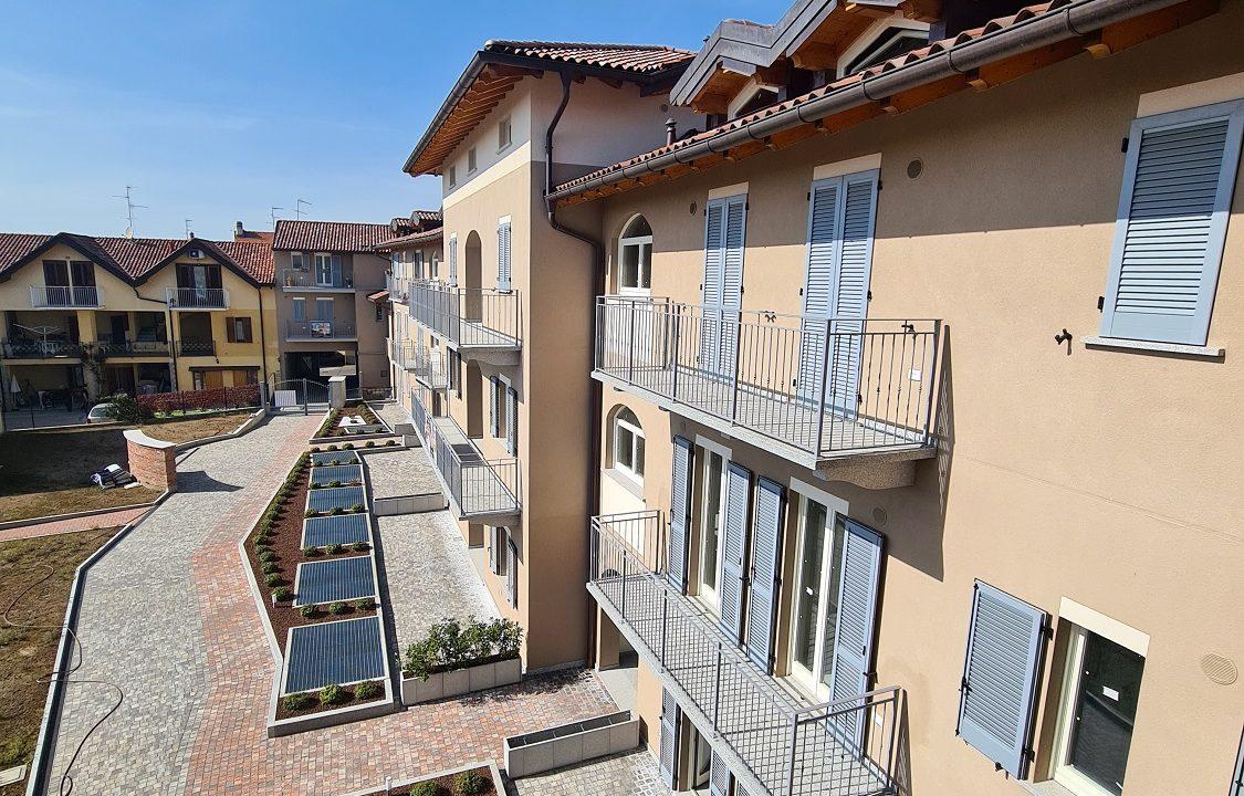 Trilocale-piano terra-con doppi servizi-area esterna-a Venegono Superiore-in classe A (18)