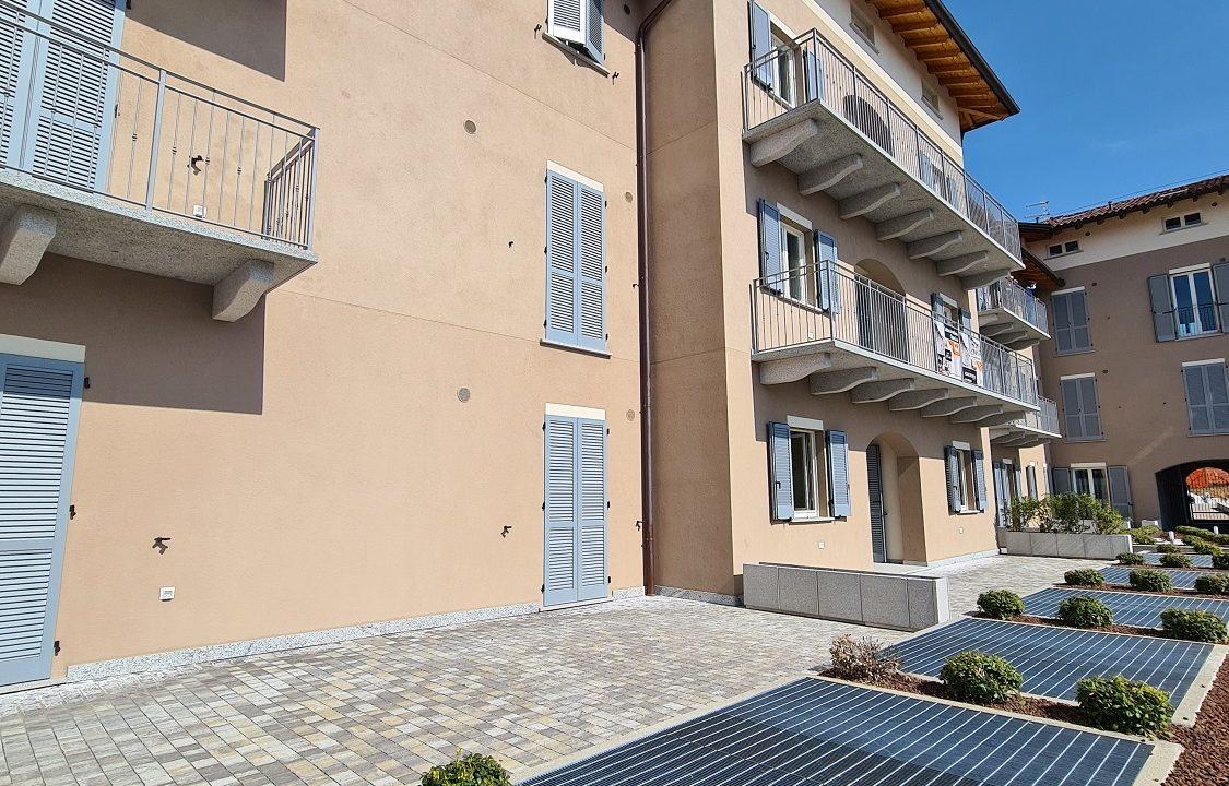 Trilocale-piano terra-con doppi servizi-area esterna-a Venegono Superiore-in classe A (19)