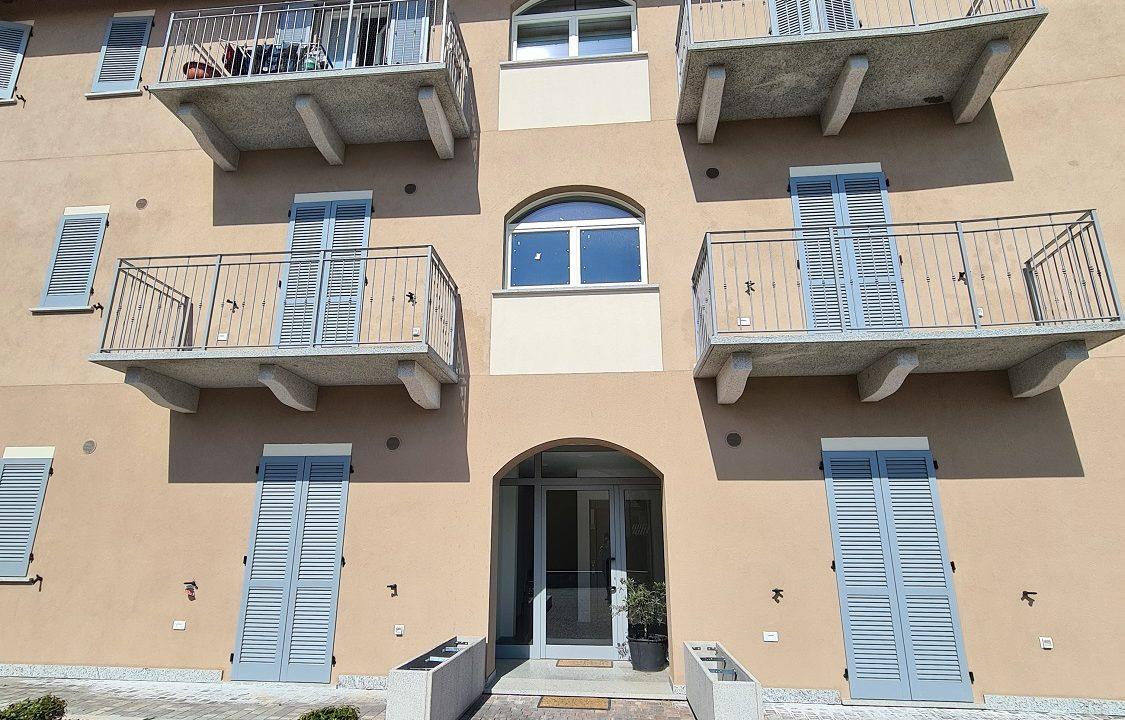 Trilocale-piano terra-con doppi servizi-area esterna-a Venegono Superiore-in classe A (25)