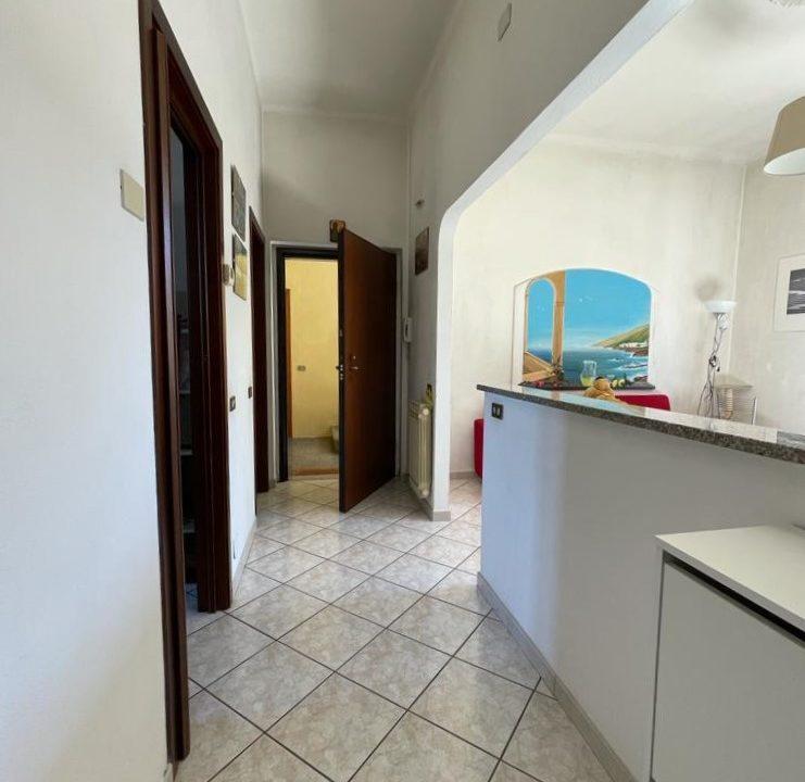 Appartamento-trilocale-con girdino-ad Abbiate Guazzone (15)