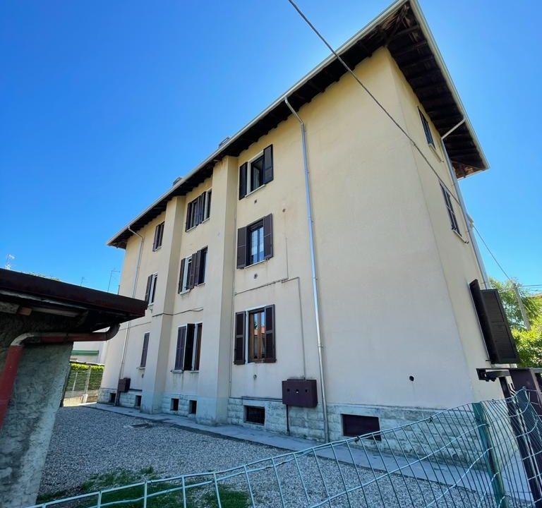 Appartamento-trilocale-con girdino-ad Abbiate Guazzone (8)
