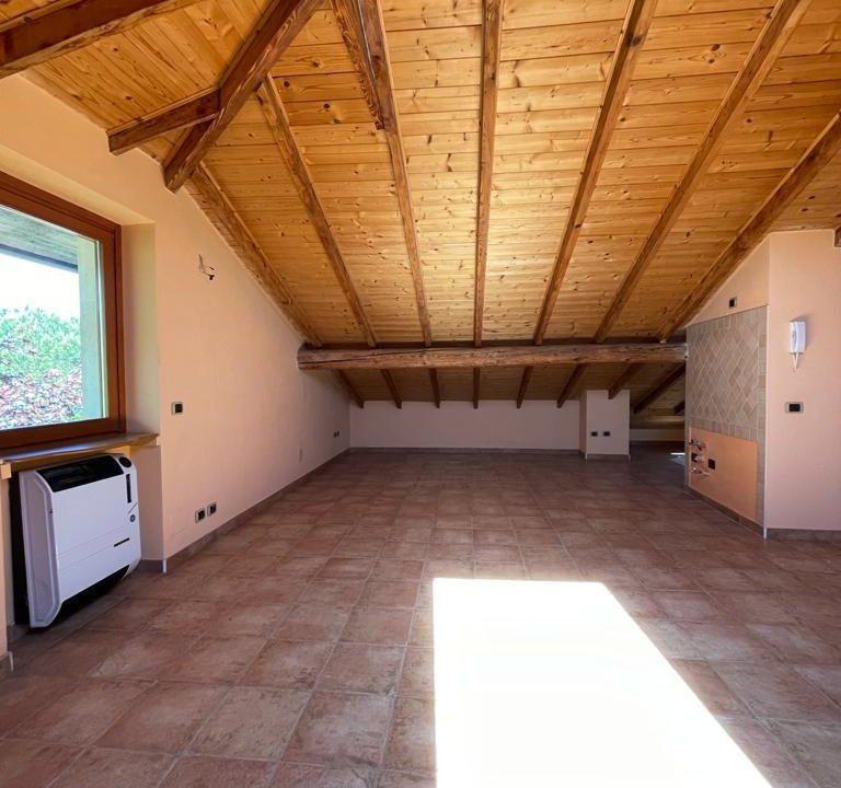 Appartamento-trilocale-con terrazzo-con locale sottotetto (27)