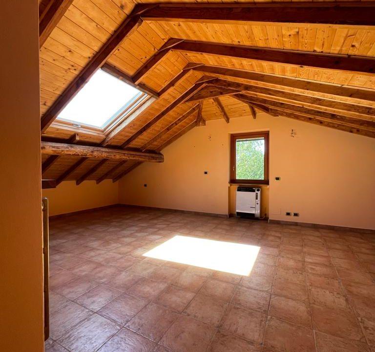 Appartamento-trilocale-con terrazzo-con locale sottotetto (3)