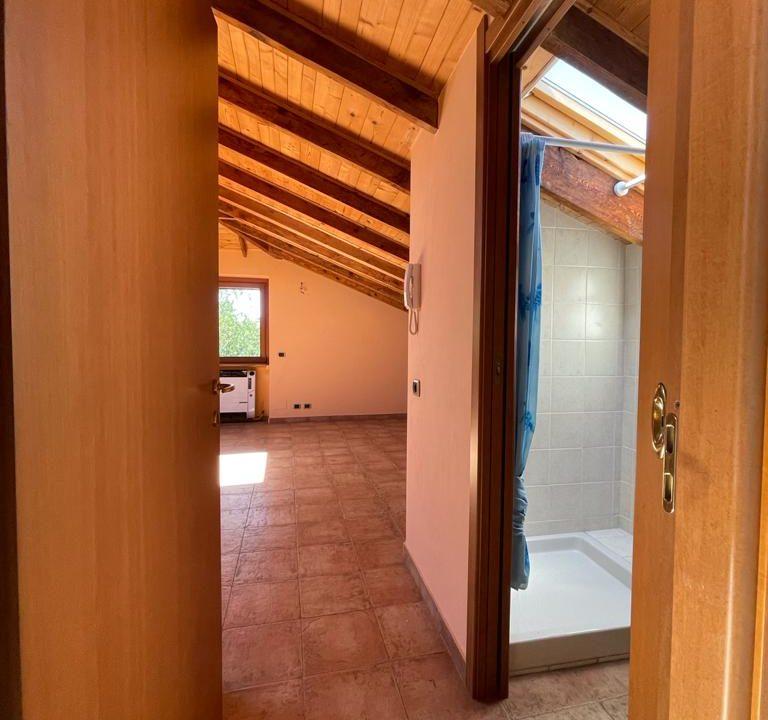 Appartamento-trilocale-con terrazzo-con locale sottotetto (4)