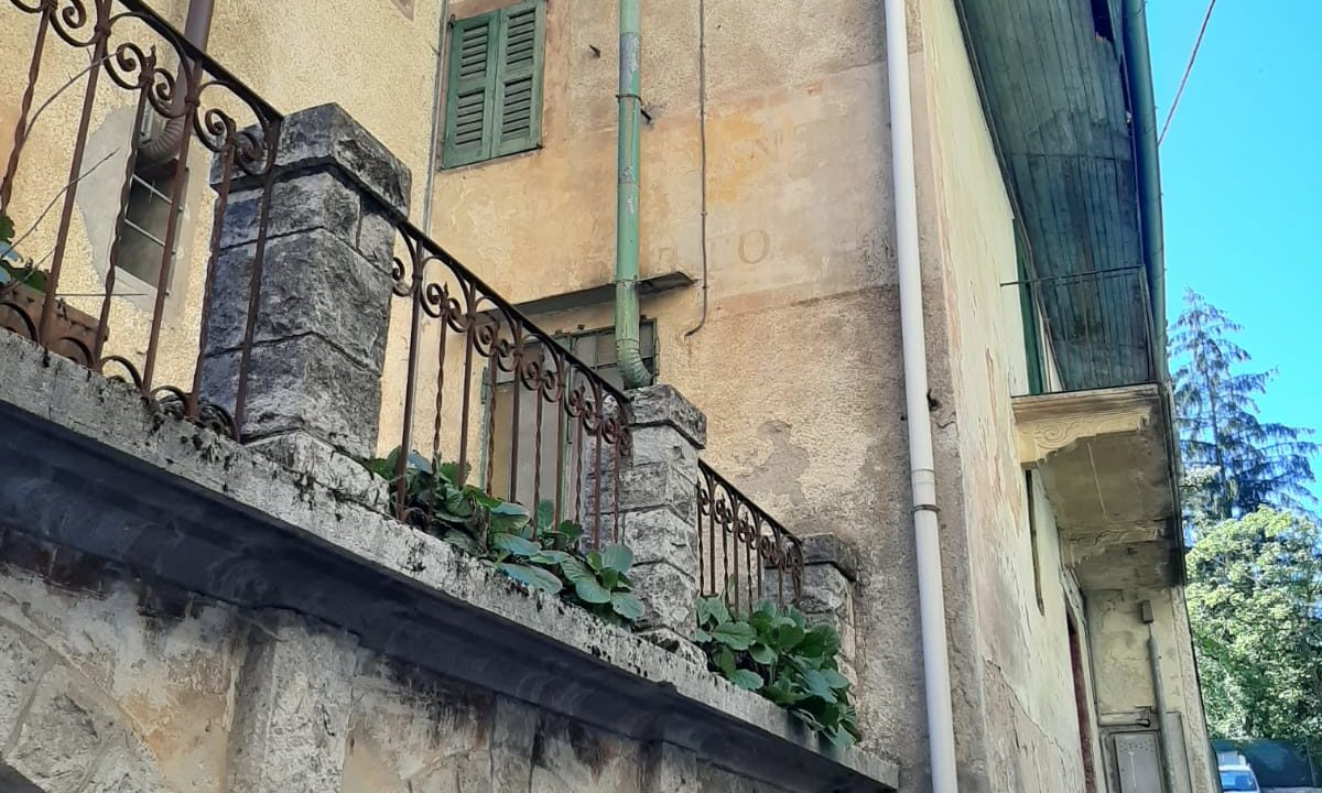Immobile d'epoca-su 5 livelli-a Sacro Monte di Varese (5)