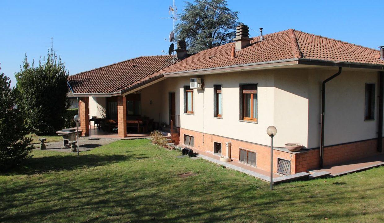Villa singola-di 400mq-con 1800mq di giardino-a Venegono Inferiore (1)