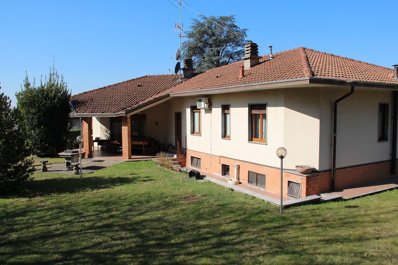 Villa singola con 1800mq di giardino a Venegono Inferiore