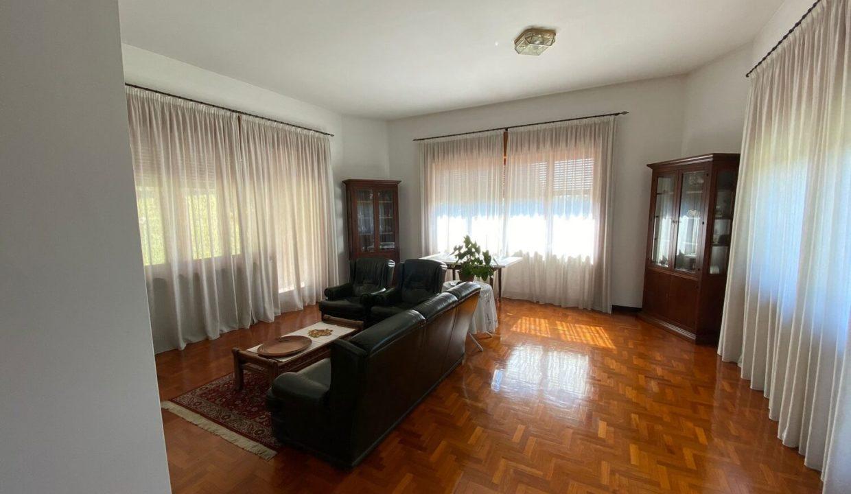 Villa singola-di 400mq-con 1800mq di giardino-a Venegono Inferiore (11)