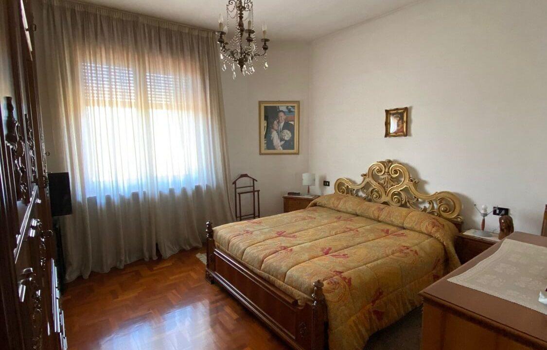 Villa singola-di 400mq-con 1800mq di giardino-a Venegono Inferiore (13)