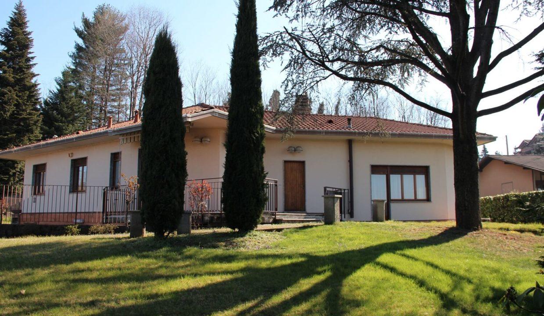 Villa singola-di 400mq-con 1800mq di giardino-a Venegono Inferiore (2)
