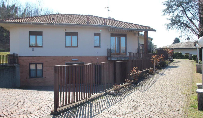 Villa singola-di 400mq-con 1800mq di giardino-a Venegono Inferiore (3)