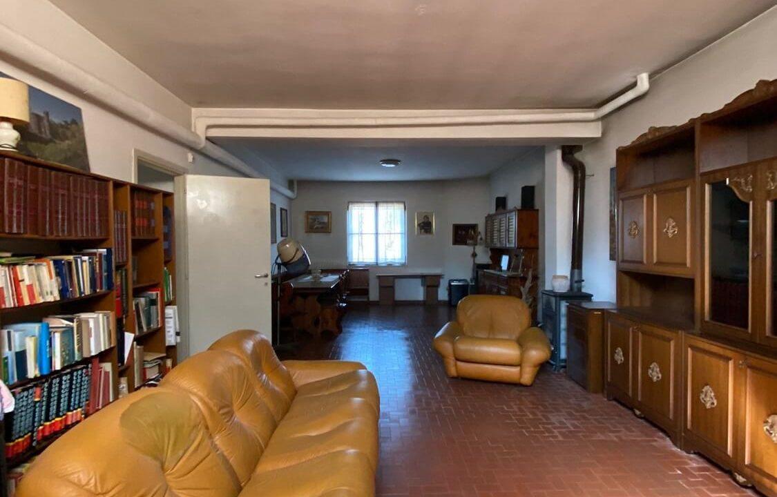 Villa singola-di 400mq-con 1800mq di giardino-a Venegono Inferiore (4)
