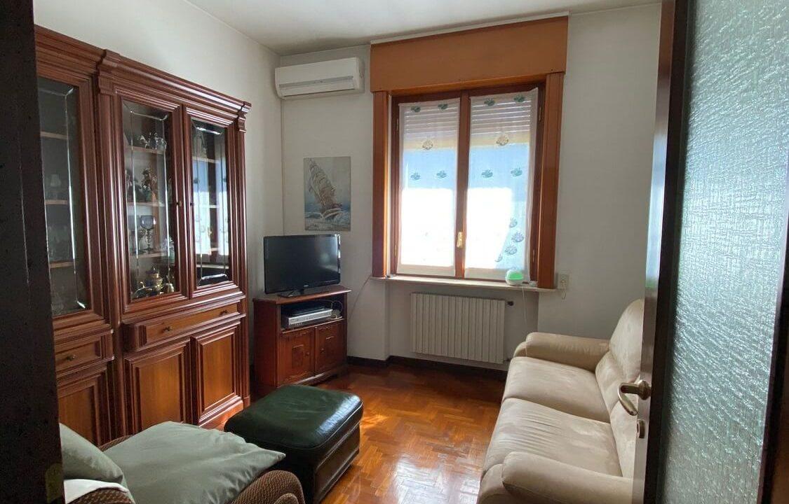 Villa singola-di 400mq-con 1800mq di giardino-a Venegono Inferiore (9)