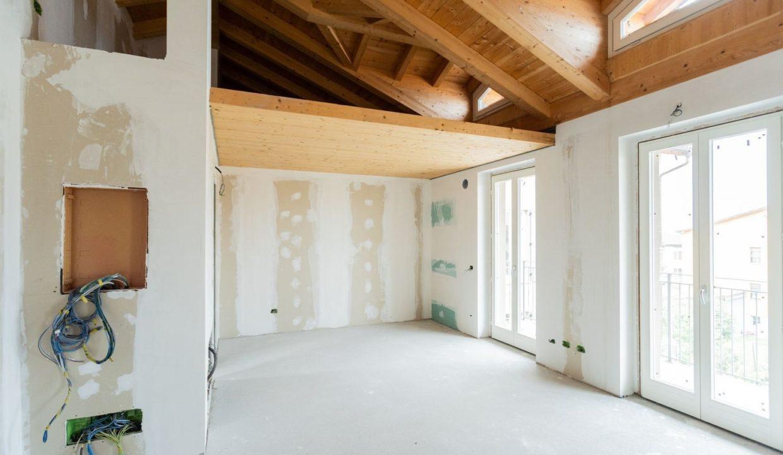 Appartamento- trilocale-soppalcato-con doppi servizi-a Venegono Superiore-in classe A (15)