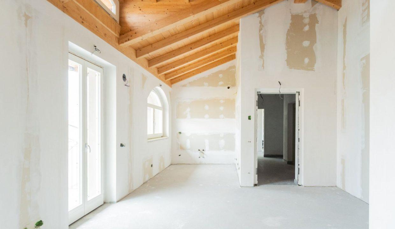Appartamento- trilocale-soppalcato-con doppi servizi-a Venegono Superiore-in classe A (16)