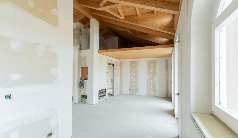 Appartamento- trilocale-soppalcato-con doppi servizi-a Venegono Superiore-in classe A (18)