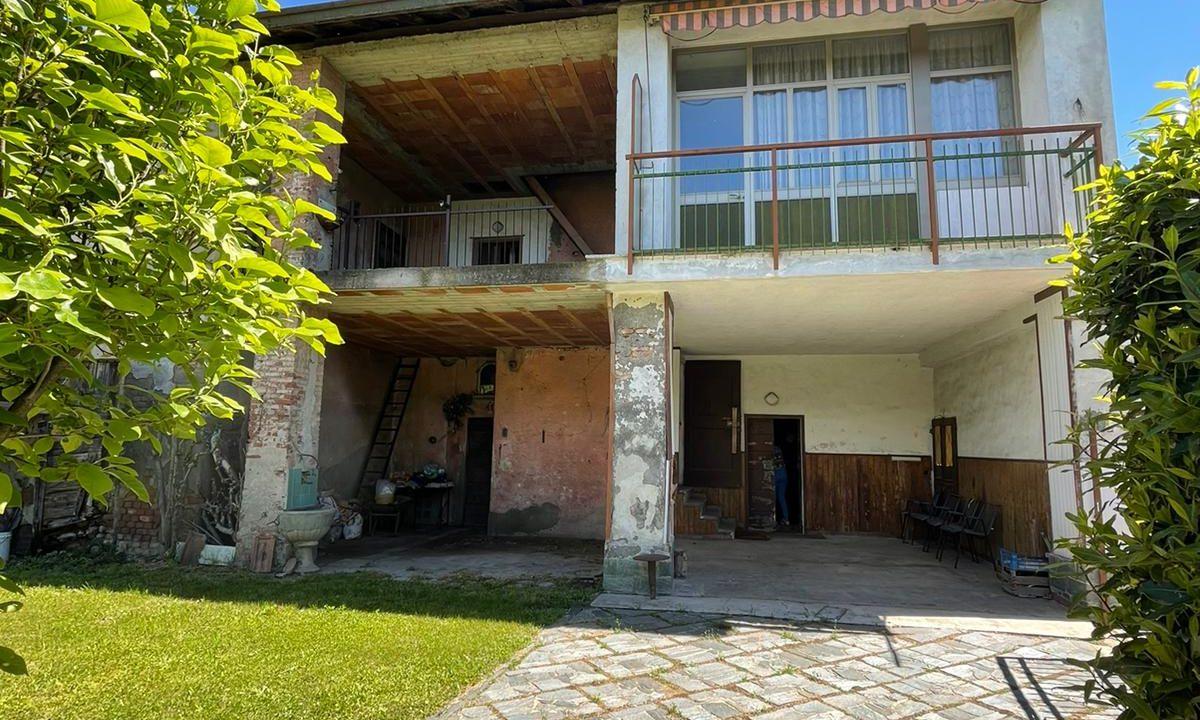 porzione di casa-da ristrutturare-a Tradate (1)