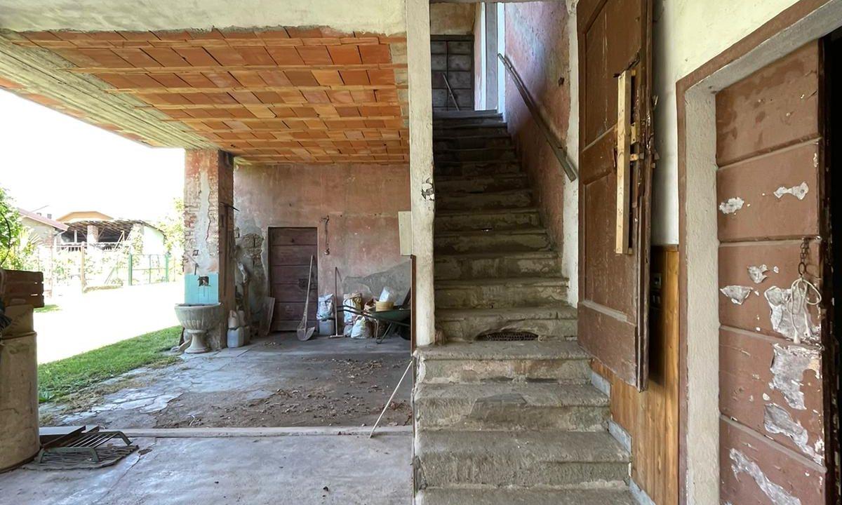 porzione di casa-da ristrutturare-a Tradate (5)