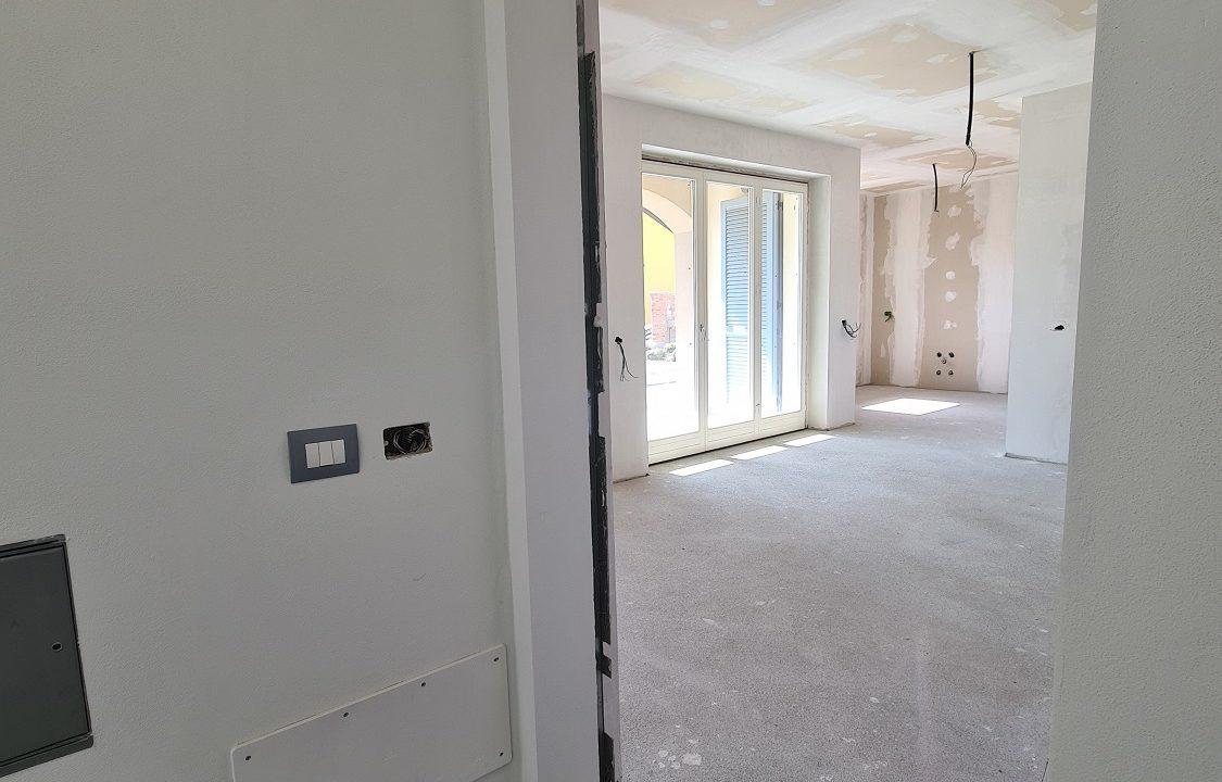 Appartamento-trilocale-al piano terra-con doppi servizi-a Venegono Superiore-in classe A (1)