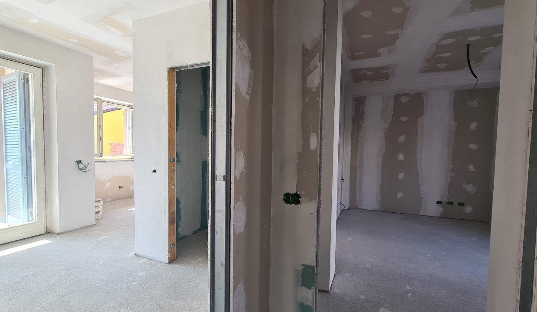 Appartamento-trilocale-al piano terra-con doppi servizi-a Venegono Superiore-in classe A (15)