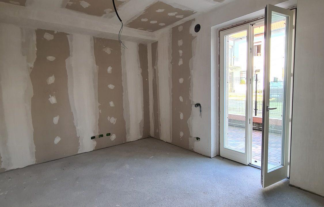 Appartamento-trilocale-al piano terra-con doppi servizi-a Venegono Superiore-in classe A (16)