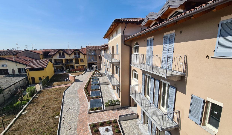 Appartamento-trilocale-al piano terra-con doppi servizi-a Venegono Superiore-in classe A (31)