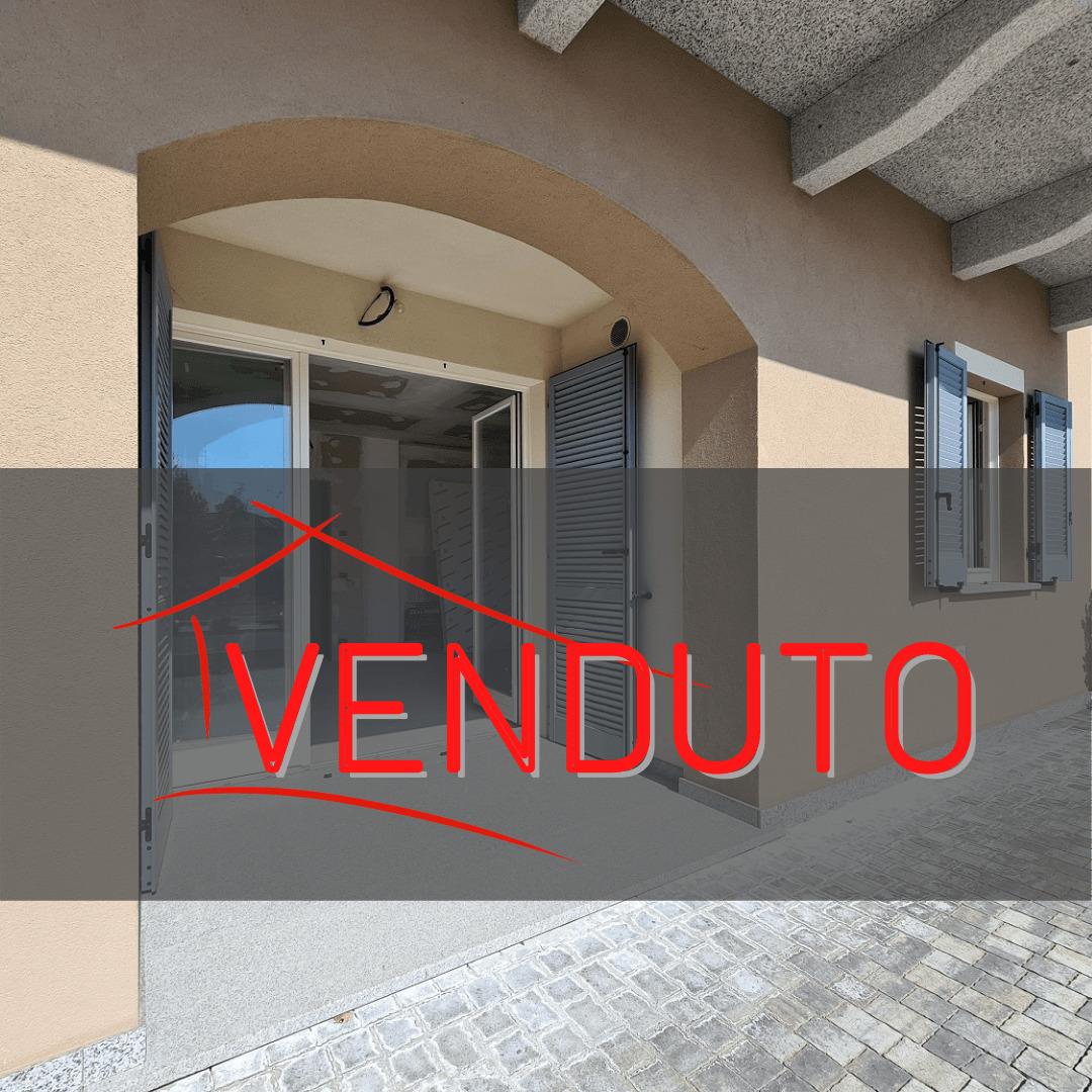 Trilocale al piano terra con doppi servizi a Venegono Superiore – in classe A