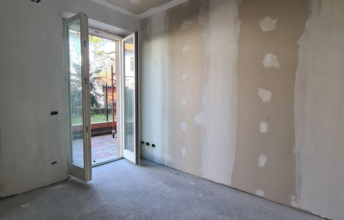Appartamento-trilocale-al piano terra-con doppi servizi-a Venegono Superiore-in classe A (33)-min
