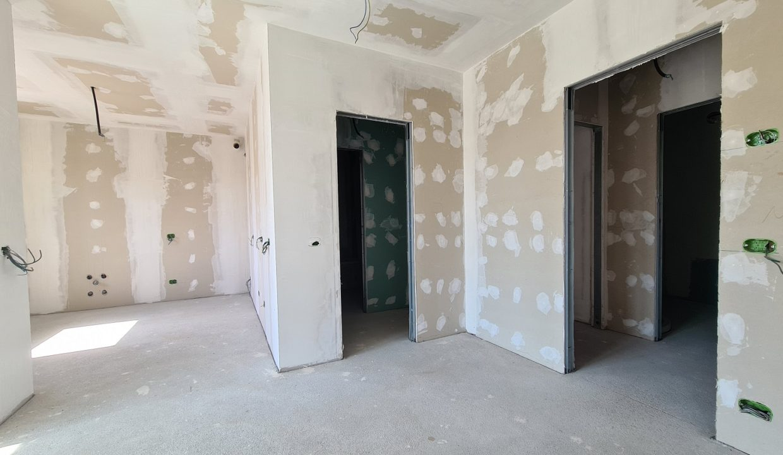 Appartamento-trilocale-al piano terra-con doppi servizi-a Venegono Superiore-in classe A (5)