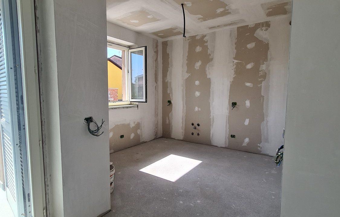Appartamento-trilocale-al piano terra-con doppi servizi-a Venegono Superiore-in classe A (7)