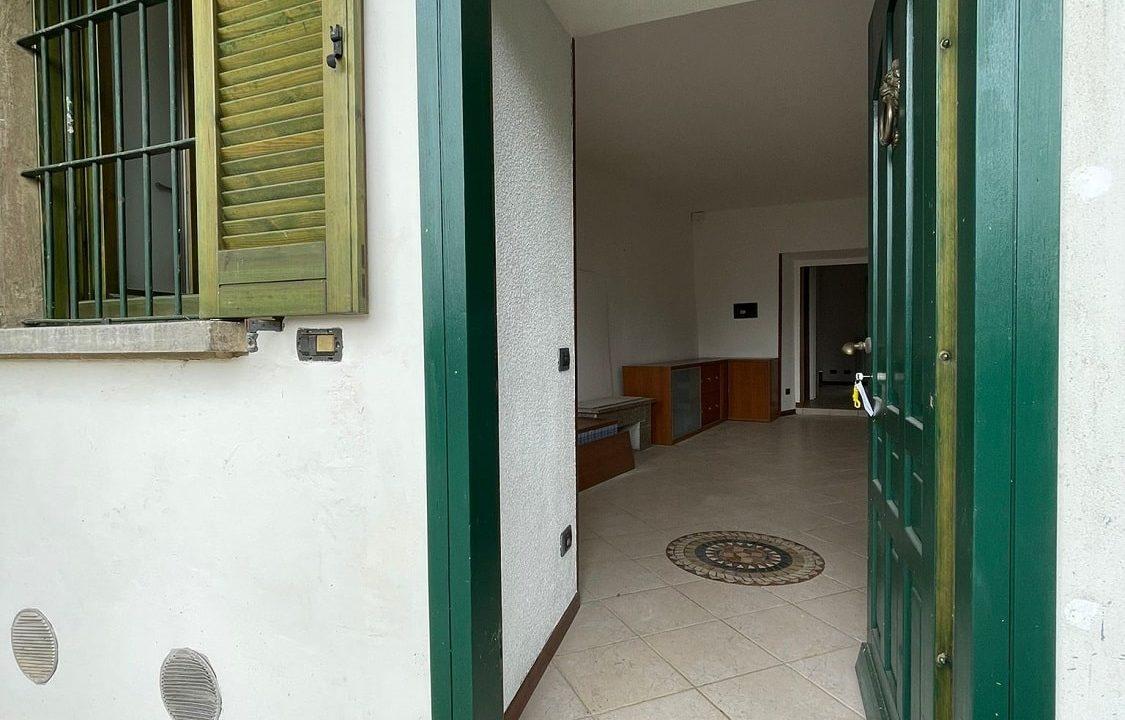 Trilocale-al piano terra-con giardino privato-in centro a Caronno Varesino (12)