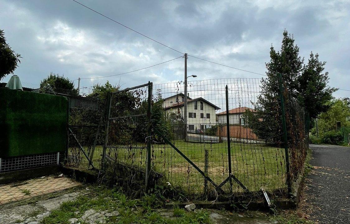 Trilocale-al piano terra-con giardino privato-in centro a Caronno Varesino (17)