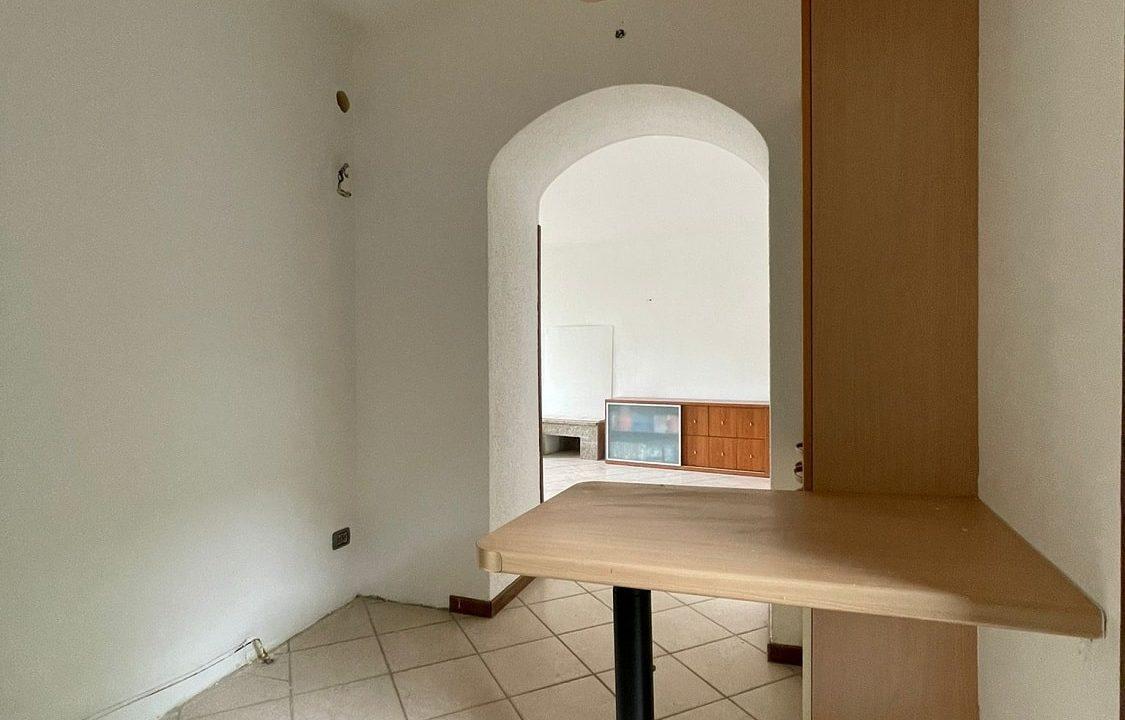 Trilocale-al piano terra-con giardino privato-in centro a Caronno Varesino (25)