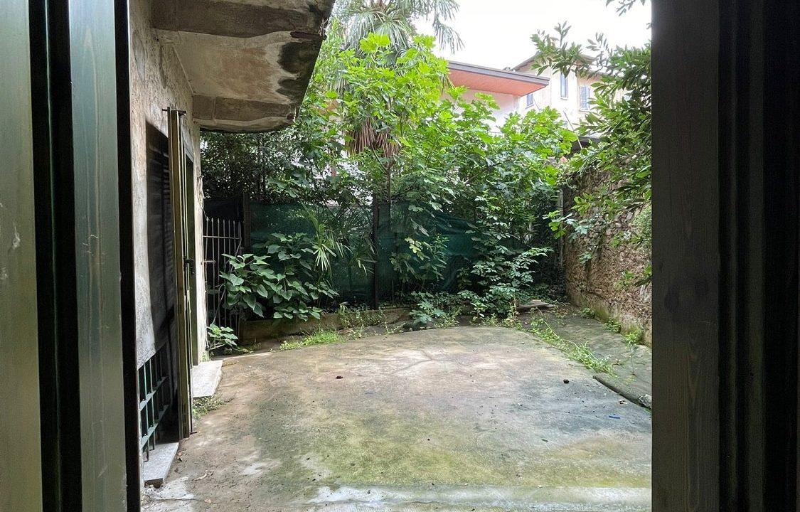 Trilocale-al piano terra-con giardino privato-in centro a Caronno Varesino (26)