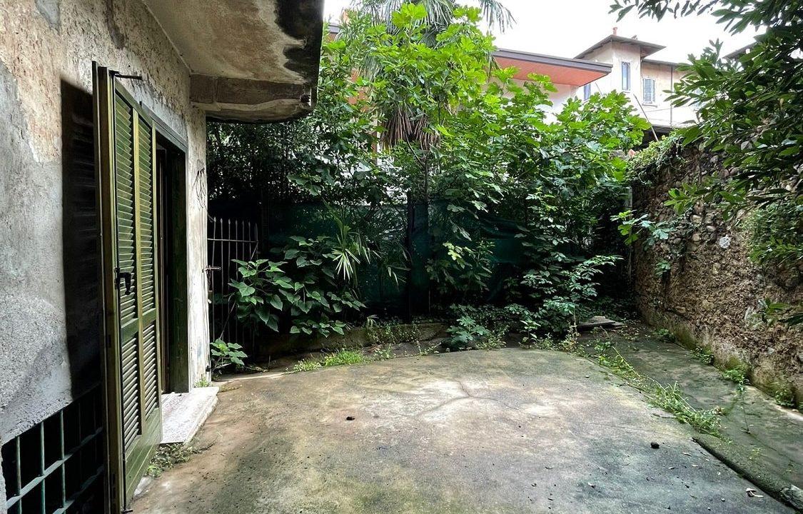 Trilocale-al piano terra-con giardino privato-in centro a Caronno Varesino (40)