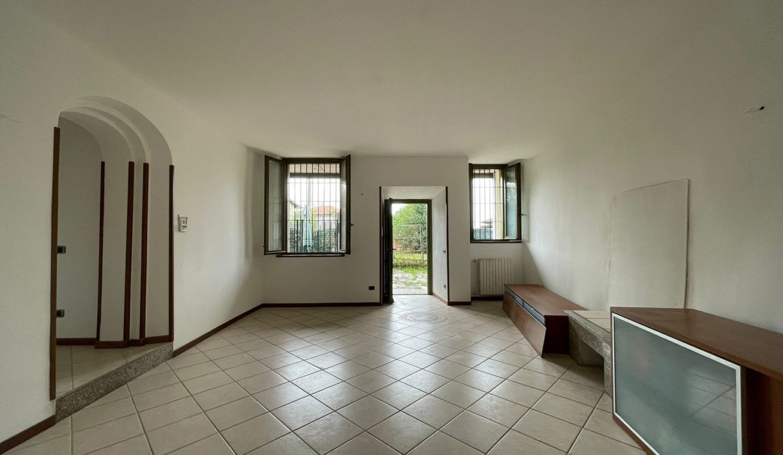 Trilocale-al piano terra-con giardino privato-in centro a Caronno Varesino (43)