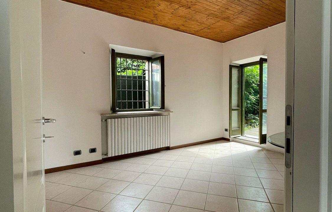 Trilocale-al piano terra-con giardino privato-in centro a Caronno Varesino (44)