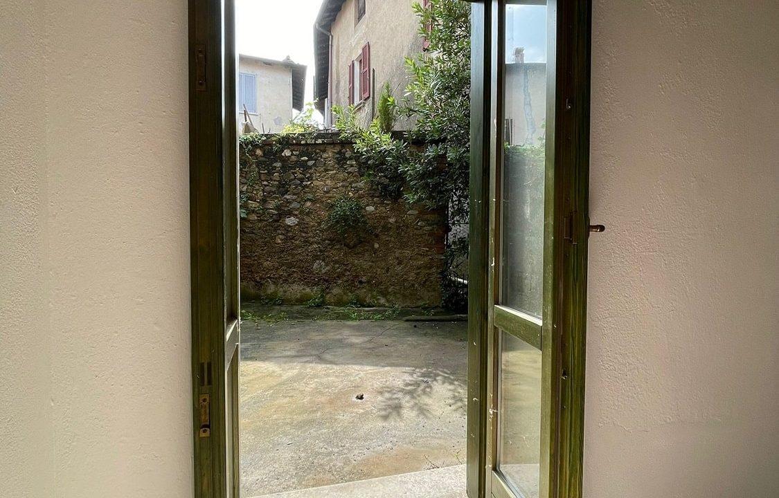 Trilocale-al piano terra-con giardino privato-in centro a Caronno Varesino (84)
